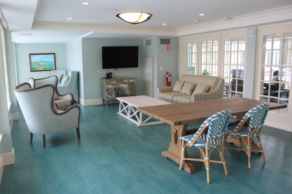 Mariah Melendez/Cheshire Herald – Upstairs seating area at Marbridge Retirement Center.
